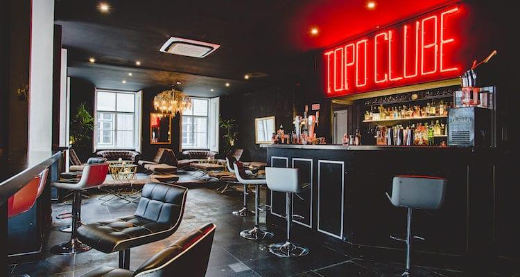 topo bar in lisbon
