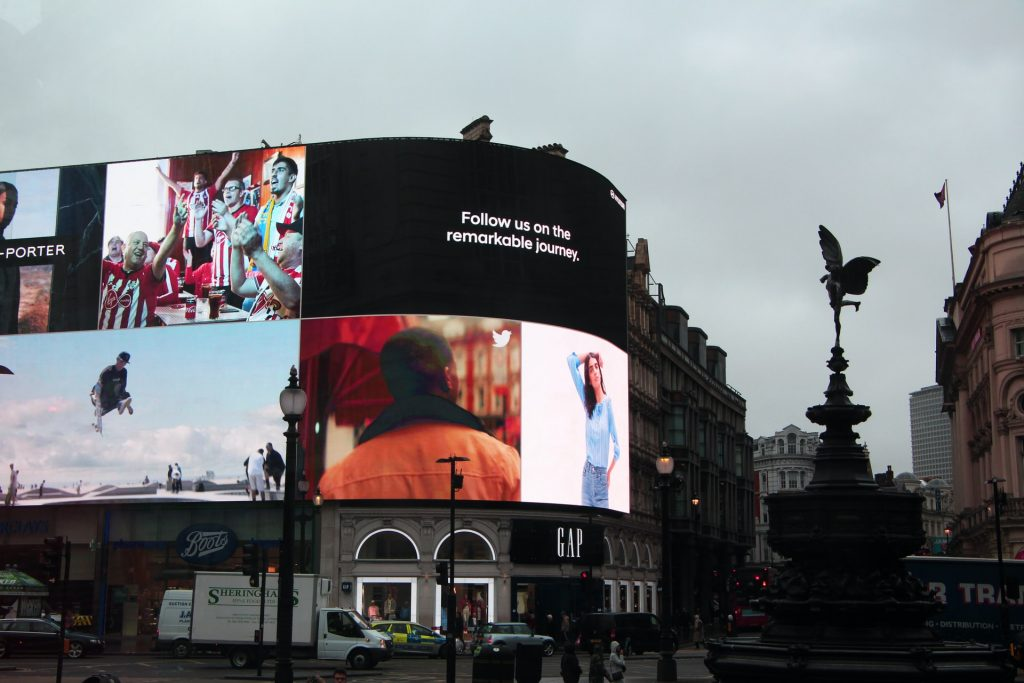 advertising bilboards - advertising electric screens